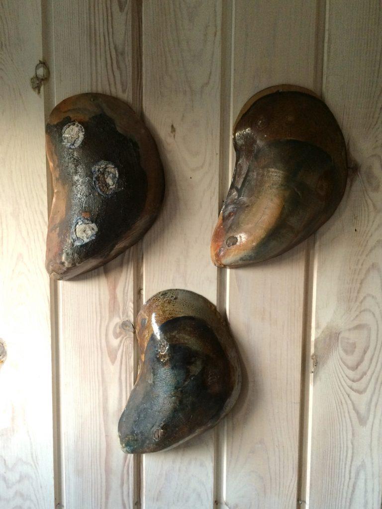 Noget af Elsebeths keramik har fået et hjem i en kolonihave.